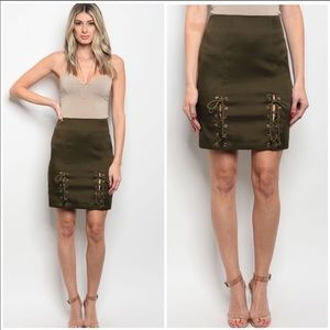 NWT OLIVE LACE UP MINI SKIRT VARIOUS SIZES🌸❤️